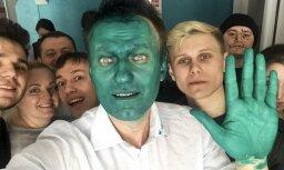 Навальный получил химический ожог глаза после нападения с зеленкой