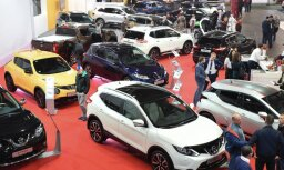 Jaunu auto izvēlē Latvijā tendence ir par labu auto ar benzīna dzinēju
