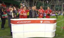 Video: Dāņi jestri nosvin panākumu - 'Eurosport' komentētājs saņem alus dušu
