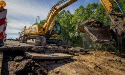 Foto: 10 miljonus eiro vērtie autoceļa būvdarbi pie Pāvilostas