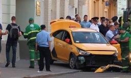 Video: Maskavā taksometrs ietriecas gājējos; vismaz astoņi ievainoti