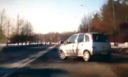 Video: Autovadītājs Mežciemā pastrādā traku manevru