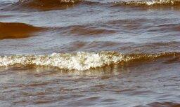 Jūras krastā Kurzemē atrod pirms vairākām dienām noslīkušu zēnu