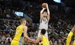Bertāns ar 18 punktiem palīdz 'Spurs' izcīnīt uzvaru pār 'Nuggets'