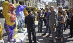 Foto: 'Berlīnes lāču' izstāde jau pirmajā dienā piesaista simtiem interesentu