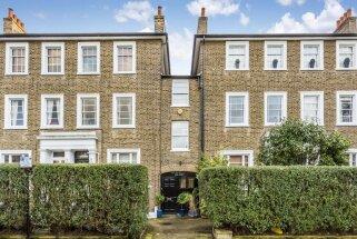 Foto: Šaurs, bet omulīgs trīsstāvu dzīvoklis trauksmainajā Londonā