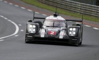 'Porsche' izcīna dramatisku uzvaru leģendārajās Lemānas 24 stundu sacensībās