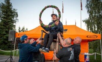 Foto: Rīgā ar šiku sagaida pasaules vicečempionu motokrosā Paulu Jonasu