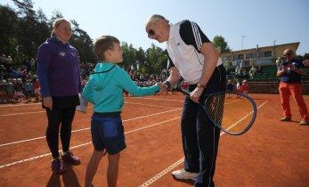 На теннисном фестивале встретились соперники с 77-летней разницей в возрасте