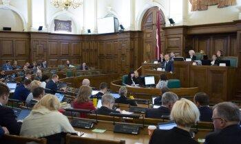 Ar opozīcijas pārmetumiem 'prihvatizācijā' un valsts nodevībā Saeima lemj par ostu pārņemšanu