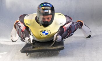 Martins Dukurs finišē ārpus desmitnieka neērtajā Kēnigzē trasē