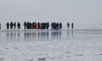Video: Glābēji demonstrē – uz ledus joki mazi