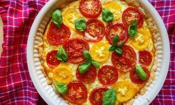 Sierainā tarte ar tomātiem un biezpienu