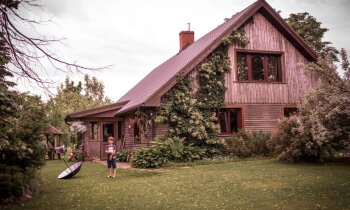 Piepildīt sapni par māju laukos. Krūžu ģimenes stāsts
