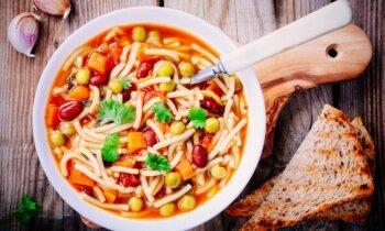 Klasiskā minestrone un vēl deviņas zupas ar saulainās Itālijas garšu
