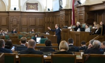 Divos mēnešos par Saeimas atlaišanu savāc ceturtdaļu nepieciešamo parakstu