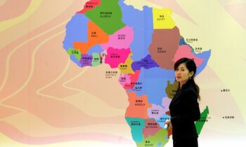 Ķīna (ne)nāk: Kā Āfrika iekrita ķīniešu rokās