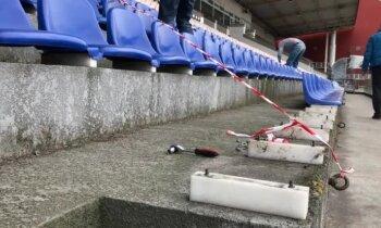 Video: Kā skrūvē nost un nes prom 'Skonto' stadiona kustamo daļu