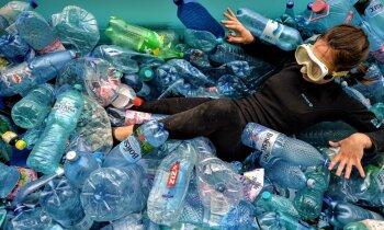 PET pudeles stāsts. Kā Jelgavā pārstrādā sašķiroto plastmasu?