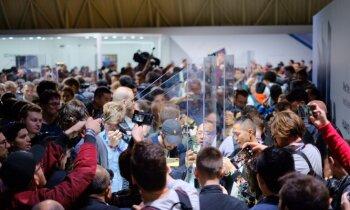 Foto: Arī 'Huawei' piesaka telefonu ar salokāmu ekrānu