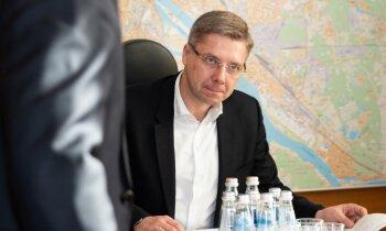 Kā sabruka Ušakova būvētais 'kāršu namiņš'