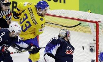 Zviedrijas hokejisti ar pacietīgu spēli sagrauj ASV un iekļūst finālā