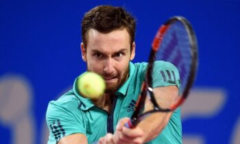 Gulbis Vīnes ATP turnīra pirmajā kārtā zaudē pieredzējušajam Simonam