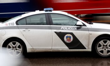 IDB aiztur ceļu policistu ar nereģistrētu alkometru un GPS signāla slāpētāju