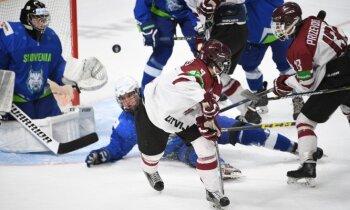 Latvijas U-18 hokejisti Rīgā notiekošo PČ sāk ar smagu uzvaru pār Slovēniju