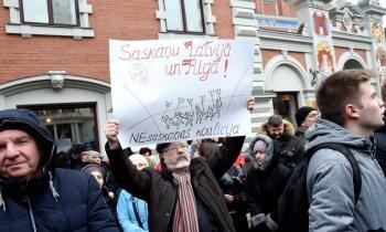 'Rokas nost no Rīgas domes!' – 'Saskaņas' sapulce noslēdzas ar bungām un bez incidentiem
