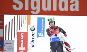 Latvijas kamaniņu braucēji Pasaules kausa etapu Siguldā noslēdz ar trešo vietu stafetē