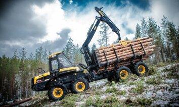 Ar kādu tehniku gāž Latvijas mežus