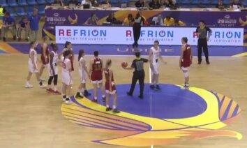Video: Samulsums basketbola laukumā – apjūk tiesneši un spēlētājas