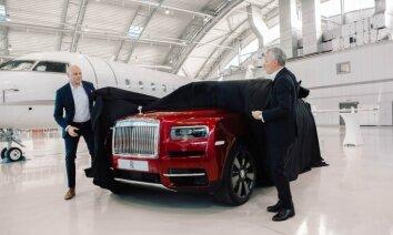 Foto: Latvijā prezentēts 'Rolls-Royce' paaugstinātās pārgājības modelis 'Cullinan'