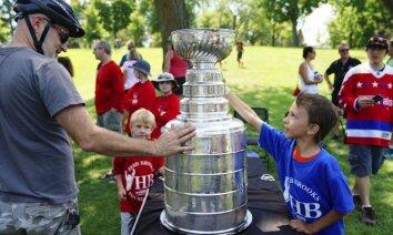 NHL sūdz tiesā izgatavotājus par alus kausiem Stenlija kausa formā