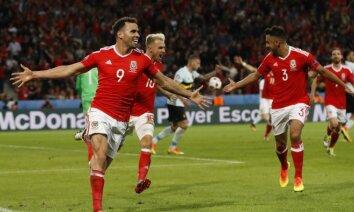 Video: Velsas futbola izlase apakšveļā izpilda haku