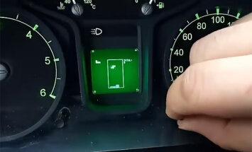 Video: GAZ mikroautobusa mērinstrumentu panelī var spēlēt 'Tetri'