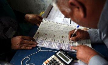 Afganistānā kaujinieki uzbrūk vēlētāju reģistrācijas centram un nolaupa darbiniekus