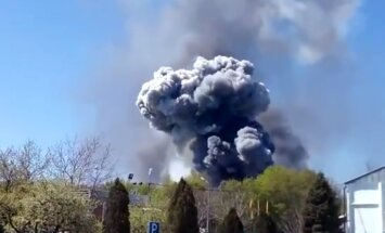 Kramatorskas lidostas apšaudes laikā uzsprādzis helikopters