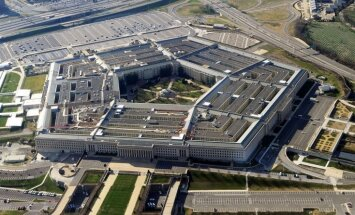 В Пентагоне рассказали о маневрах российского корабля перед авианосцем