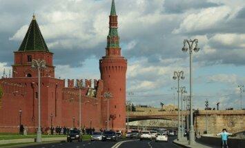 Rietumniekiem mute vaļā: Maskava izklaidē debesīs un virtuāli