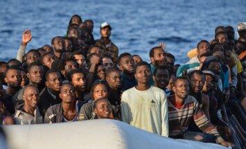Spānija diennakts laikā izglābusi 600 bēgļu