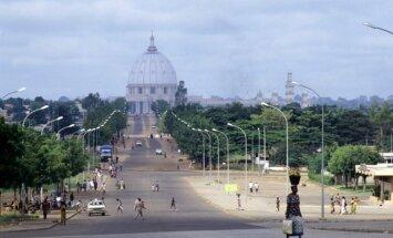 Āfrikas Vatikāns: lielākā katoļu baznīca pasaulē atrodas džungļos