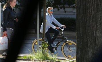 Ушаков агитирует за езду на велосипеде: даже продал один из своих джипов