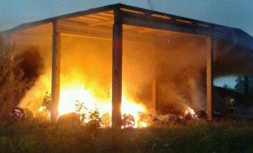 Foto: Rēzeknē deg linu fabrika