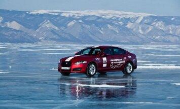 'Jaguar' uzstādījis braukšanas ātruma rekordu uz Baikāla ezera ledus