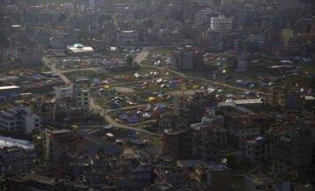 Bailēs no plūdiem Nepālā tūkstošiem cilvēku pametuši mājas