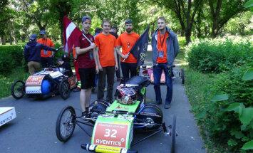RTU studenti ar pašbūvēto pneimoauto gūst panākumus sacensībās Ungārijā