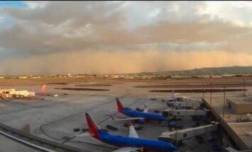 Video: Kā smilšu vētra 'aprija' Fīniksu