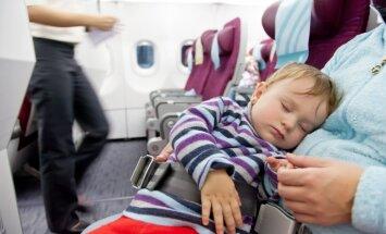 Rati lidmašīnā, dokumentu mape un citi padomi par ceļošanu ar bērnu